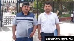 Адвокат Умид Давлетов (справа) и Гайрат Бабаджанов возле здания Верховного суда Узбекистана. Ташкент, 16 мая 2019 года.