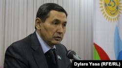 Шымкент қалалық мәслихатының депутаты Нұркөз Жаңабаев. Шымкент, 20 қазан 2016 жыл.