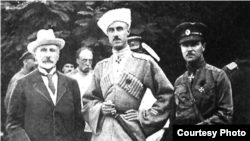 Премьер-министр правительства Юга России Александр Васильевич Кривошеин (слева), генерал П.Н.Врангель. 1920 г.