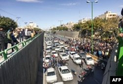 Motorists blocking a highway in Isfahan on the second day of protests, before security forces began attacking the peole.