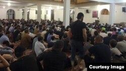 Прихожане в мечети в Дагестане. Иллюстративное фото.