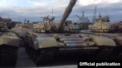 Российские танки готовятся к отправке в Сирию в порту Новороссийска