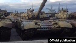 Российские танки в порту Новороссийска готовы к отправке в Сирию, фото - Руслан Левиев