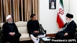 دیدار عمران خان، نخستوزیر پاکستان، با رهبر جمهوری اسلامی در حضور حسن روحانی، اردیبهشت ۹۸