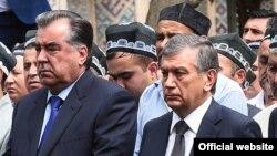 Врио президента Узбекистана Шавкат Мирзияев (справа) и президент Таджикистана Эмомали Рахмон на похоронах Ислама Каримова в Самарканде, 2 сентября 2016 года.