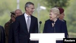 НАТОнун баш катчысы Йенс Столтенберг жана Литванын президенти Даля Грибаускайте борбордун ачылышында