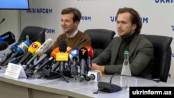 Антон Роднянков и Иван Кравцов на пресс-конференции в Киеве, 8 сентября