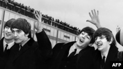 """Битлз"" в аэропорту Нью-Йорка, 7 февраля 1964 года"
