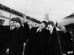 Beatles в аэропорту John F. Kennedy в Нью-Йорке, 7 февраля 1964