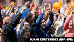 Армения - митинг 1 мая 2018 г. на площади Республики в Ереване