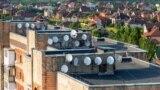 Супутникові антени на будинку в Житомирі, 28 липня 2019 року
