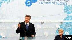 Ukrainian President Viktor Yanukovych (left) speaks during the 10th Yalta Annual Meeting in the Ukrainian resort of Yalta on September 20 as Lithuanian President Dalia Grybauskaite listens.