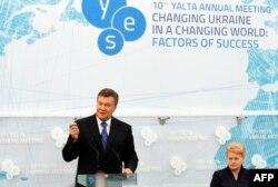 Президент України Віктор Янукович і президент Литви Даля Ґрібаускайте на прес-конференції в Ялті, 20 вересня 2013 року
