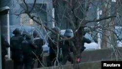Ֆրանսիա - Իրավապահները գրոհում են Պորտ-դը-Վենսենի սուպերմարկետը, Փարիզ, 9-ը հունվարի, 2015թ.