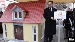 """Министерот за финансии Зоран Ставрески го промовира проектот """"Купи куќа, купи стан"""" на 26 јануари 2012 година."""
