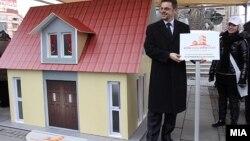 """Министерот за финансии Зоран Ставрески го промовира проектот """"Купи куќа, купи стан"""". 26 јануари 2012."""