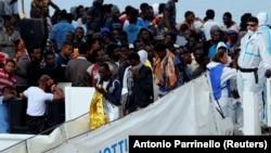 Мигранты на судне Diciotti. 13 июня 2018 года.