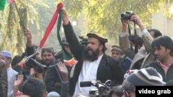 İslamabaddakı Qırmızı məsçidin imamı Abdul Aziz.