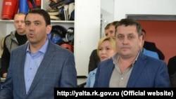 Дмитро Тюкаєв (праворуч)