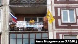 "Лев Гяммер во время ""митинга"" на балконе"