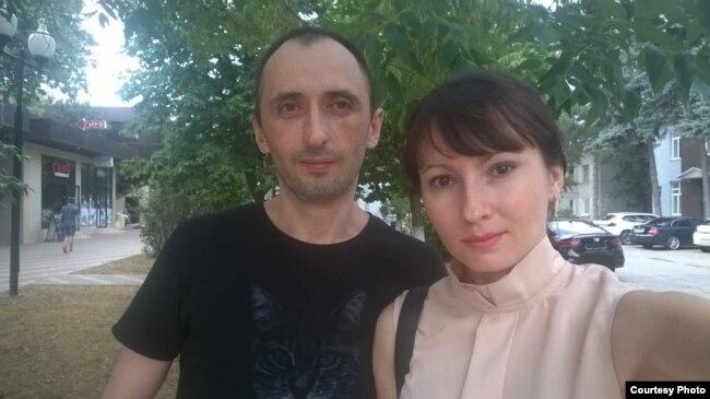 Активист Михаил Савостин с супругой