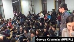 Тбилиси мемлекеттік университеті студенттері наразылық акциясында.