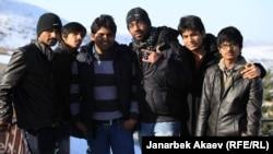 Индийские студенты на отдыхе в горах Кыргызстана.