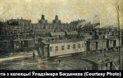 Чыгуначны вакзал у Менску (Віленскі), 1918. Пабудаваны ў 1873 годзе. Значна перароблены ў 1930-я і зьнесены пры будаўніцтве новага вакзалу ў 1990-я