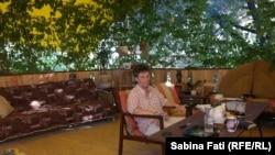 Abhazia, Georgia 2016: Nadia Venedictova pe terasa ei, Suhumi