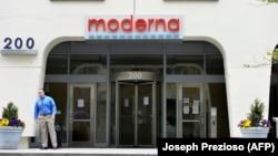 """""""Moderna"""" компаниясынын АКШнын Массачусетс штатындагы баш кеңсеси, 18-май 2020-жыл."""