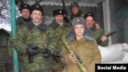 Иллюстрационное фото. Спереди других боевиков 16-летний Вадим Шнип, вооруженный РПГ-18