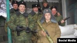 Ілюстративне фото. 16-річний Вадим Шніп, озброєний РПГ-18, серед бойовиків на окупованій частині Донбасу, фото 2014 року