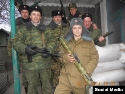 16-річний Вадим Шніп, озброєний РПГ-18, серед бойовиків на окупованій частині Донбасу, фото 2014 року