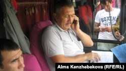 Водитель автобусного рейса Алматы — Шымкент Есим Шуренбай. Алматы, 27 августа 2015 года.