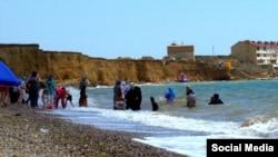 Мусульманки на пляже, Крым, Николаевка, 2012 год