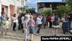В прошлом году в рамках литературного путеводителя по искандеровской Абхазии была организована экскурсия по городу его детства Сухуму