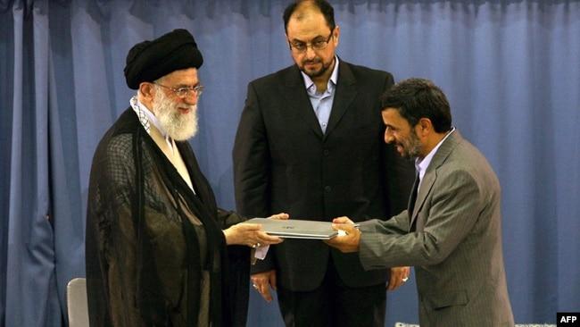 در سال ۸۸ برای نخستین بار وحید حقانیان حکم تنفیذ ریاست جمهوری را به دست آیتالله خامنهای داد
