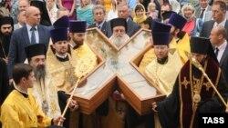 Крест прибывает в Петербург. 11 июля