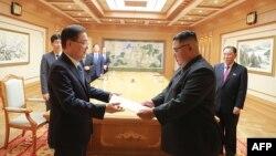 Presidenti i Koresë së Jugut, Moon Jae-in , dhe lideri verikorean, Kim Jong Un - foto arkivi