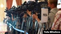Locul rezervat presei în sala de ședințe a Parlamentului pe când era găzduit de Palatul Republicii