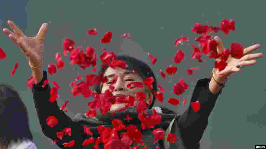 Myanmar's opposition leader Aung San Suu Kyi scatters rose petals at the memorial of India's first prime minister, Jawaharlal Nehru, in New Delhi on November 14. Suu Kyi is on a six-day visit to India. (Reuters/Ravi Choudhary)