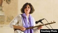 سپیده رئیسسادات در یکی از اجراهایش در ایتالیا
