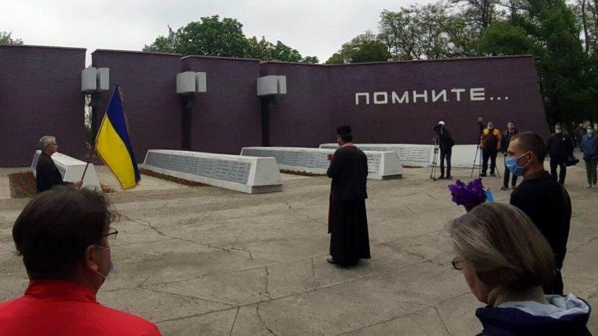 В Днепре несмотря на карантин провели шествие ко Дню памяти и примирения