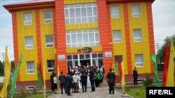 Президент Жалал-Абат облустук телерадиокомпаниясынын жаңы имаратын ачты.20-май, 2009-жыл.