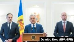 Liderul democrat, Vlad Plahotniuc, Andrian Candu și premierul Pavel Filip după discuțiile cu președintele Igor Dodon, Chișinău, 2 aprilie 2019.