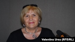 Claudia Partole în studioul Europei Libere la Chișinău