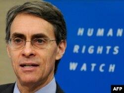 HRW ұйымының атқарушы директоры Кеннет Рот баспасөз мәслихатында тұр. Брюссель, 24 қаңтар 2011 жыл. (Көрнекі сурет)