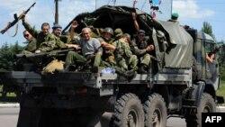 Донецк маңындағы ресейшіл сепаратистердің бір тобы. (Көрнекі сурет)