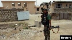 Një pjesëtar i forcave speciale afgane duke bërë roje në qytetin Qala-i-Zal gjatë ditës së sotme