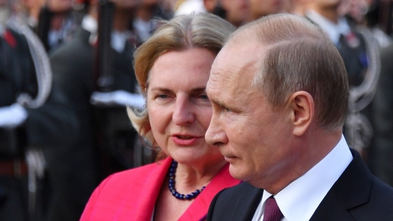 Putin To Attend Austrian Minister's Wedding This Week